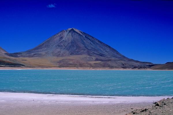 Sud Lipez_Laguna Verde_ Licancabur